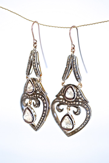 Tear diamond earrings