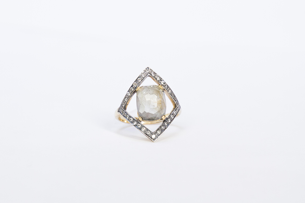 Rhomb sapphires ring Image 1