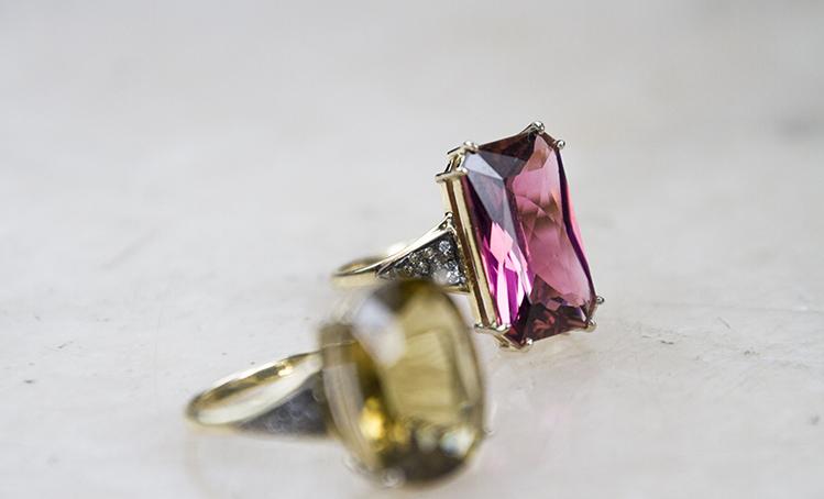 <b>sapphire rings</b>