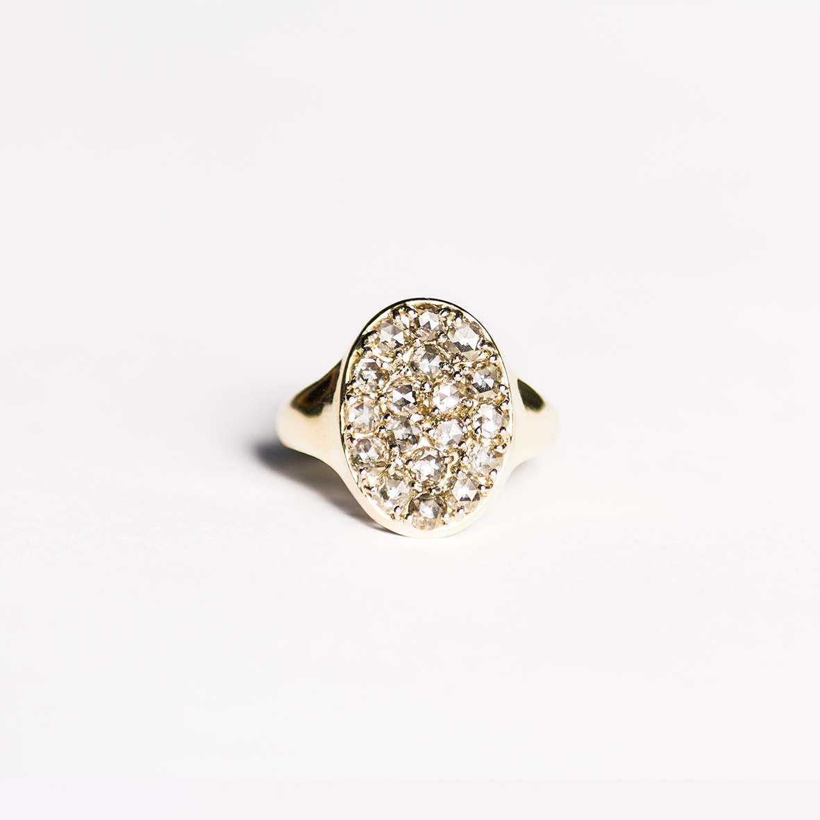 2. OONA_lotus_ficha1_signet diamond ring