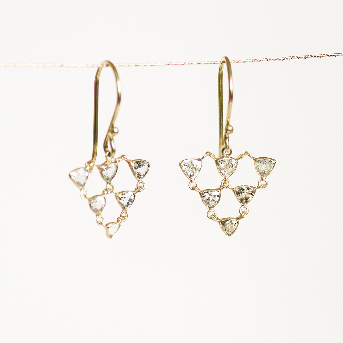 3. OONA_philo_ficha1_sapphire triangle earrings