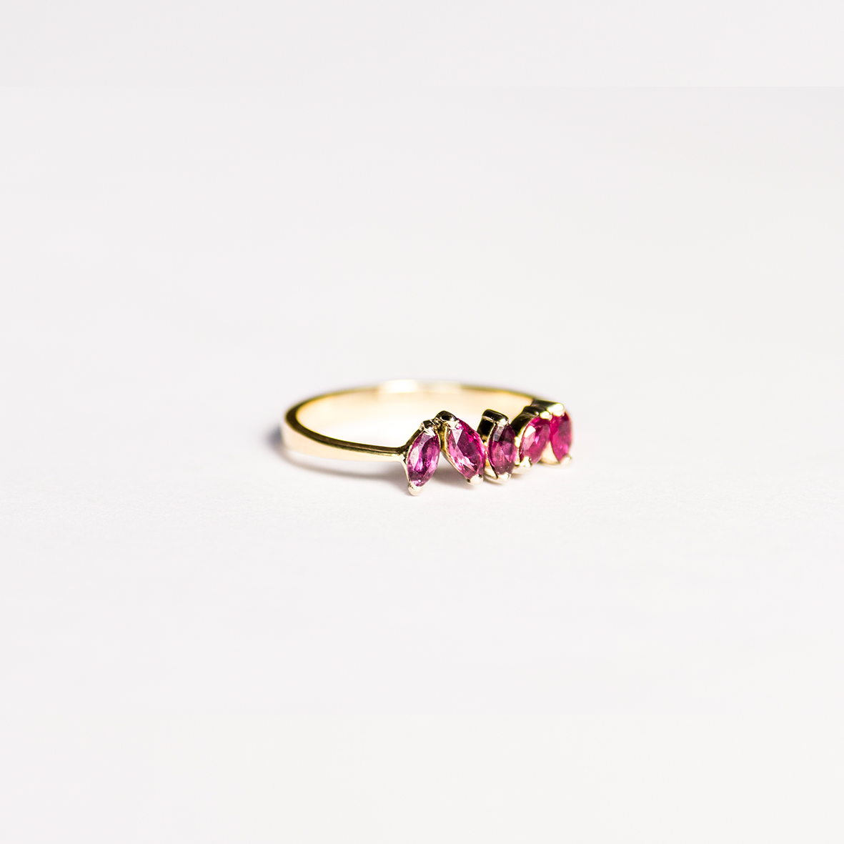 4. OONA_engagement_ficha2_ruby petals sapphire ring