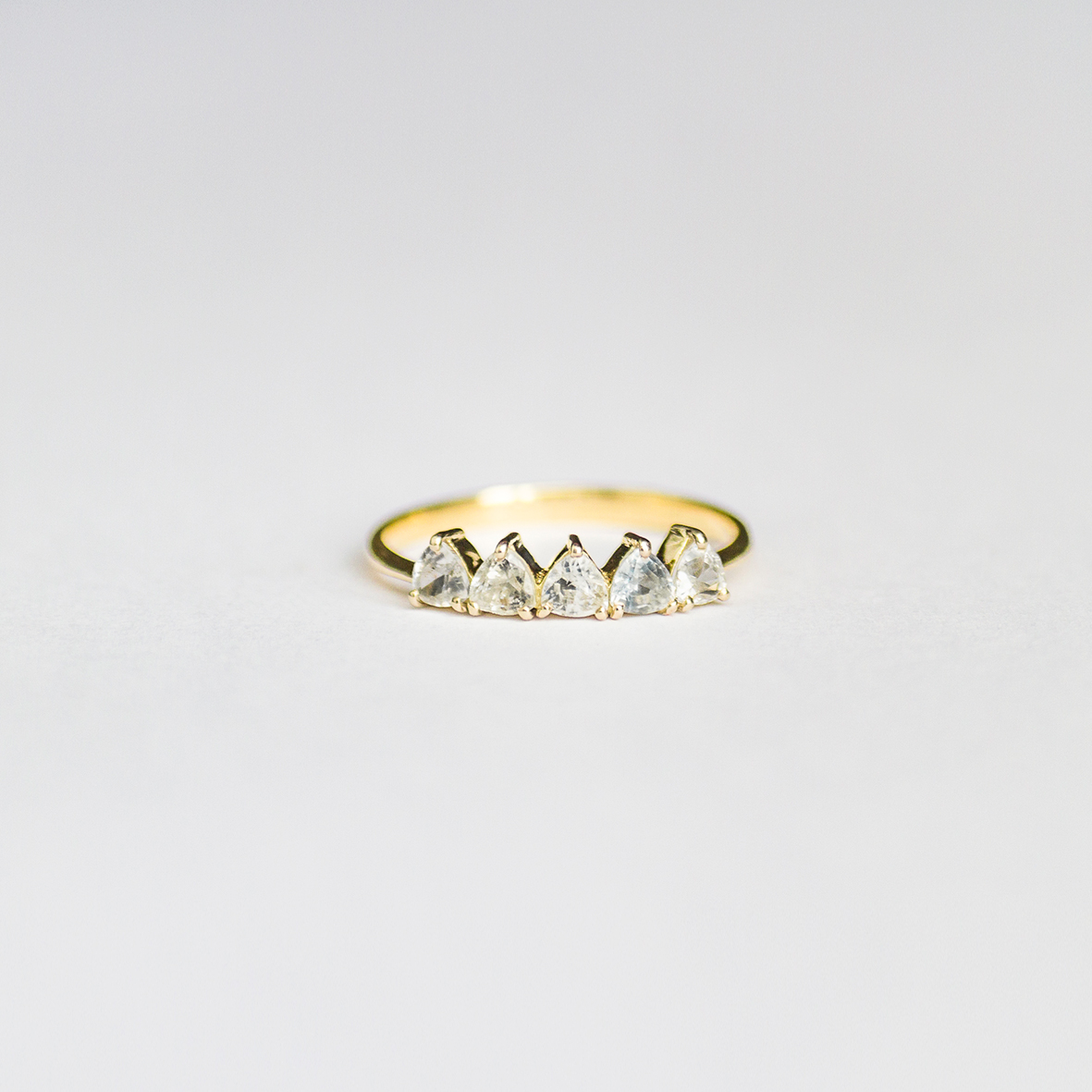 1. OONA_engagement_ficha1_sapphire triangles ring