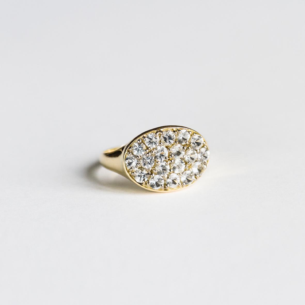 1. OONA_lotus_ficha1_signet horizontal sapphire ring
