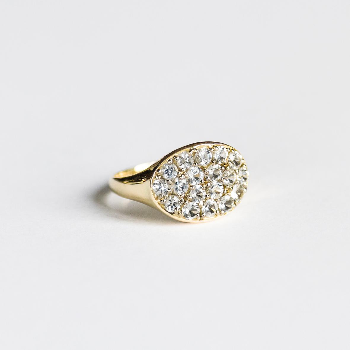1. OONA_lotus_ficha2_signet horizontal sapphire ring