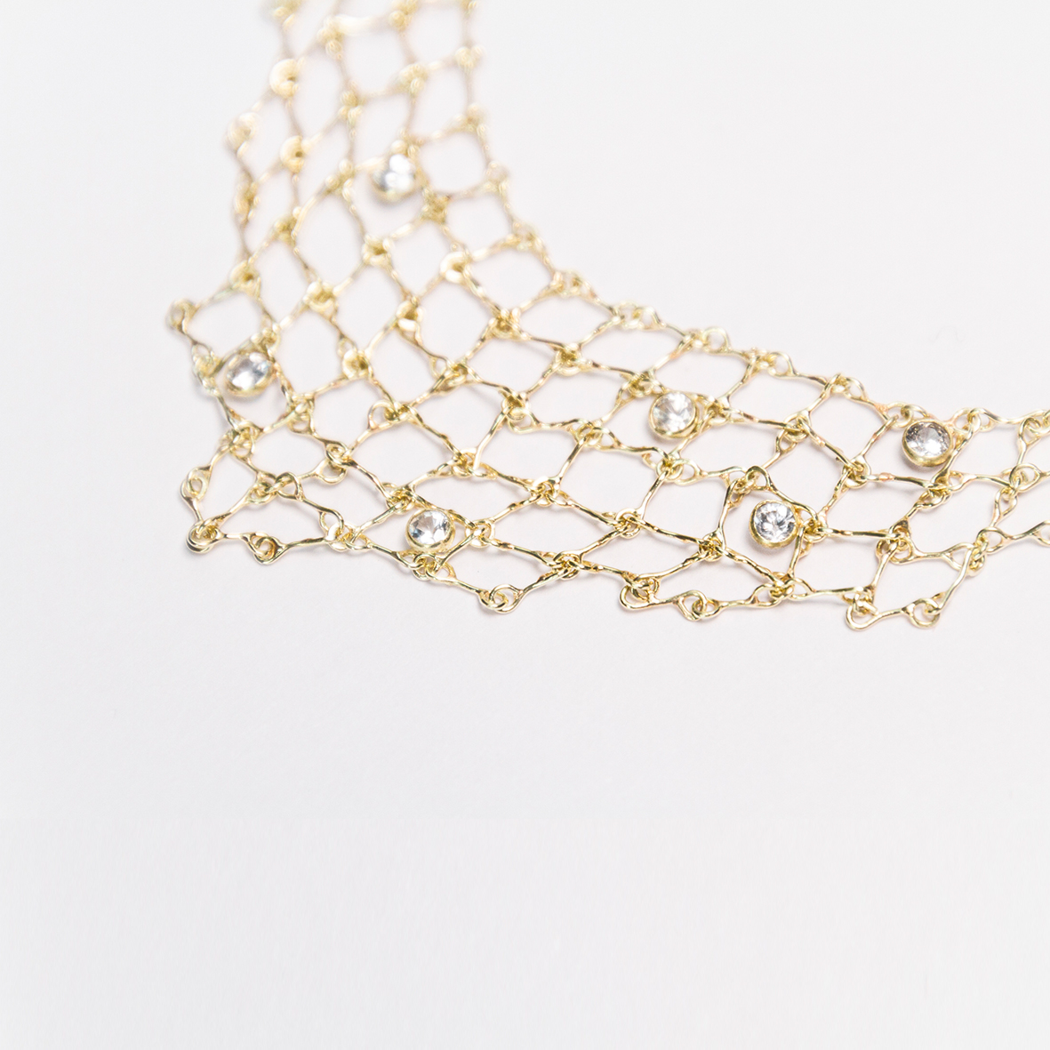 1. OONA_philo_ficha2_sapphire triangle net necklace