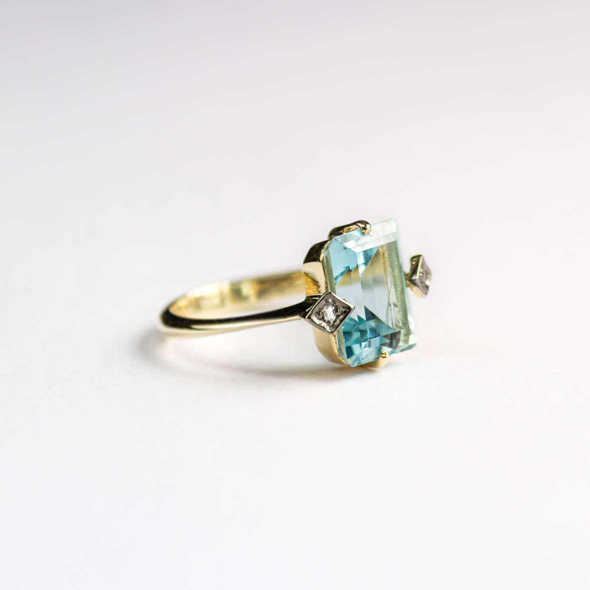 3. OONA_gems of ceylon_ficha2_blue aquamarine ring