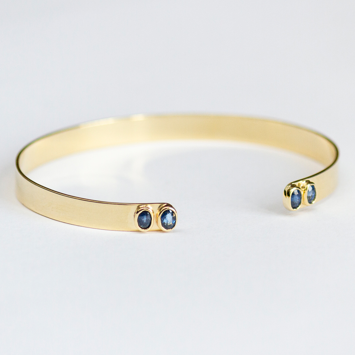 1. OONA_lotus_principal_blue sapphire bracelet