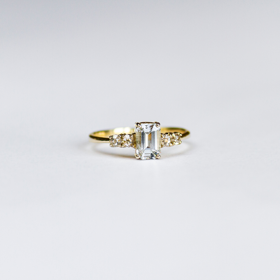 2. OONA_engagement_ficha1_single sapphire with diamonds ring