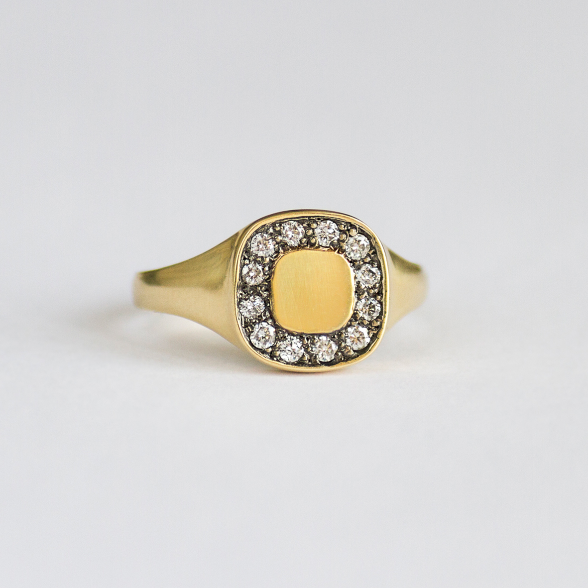 2. OONA_lotus_ficha1_signet square diamond ring