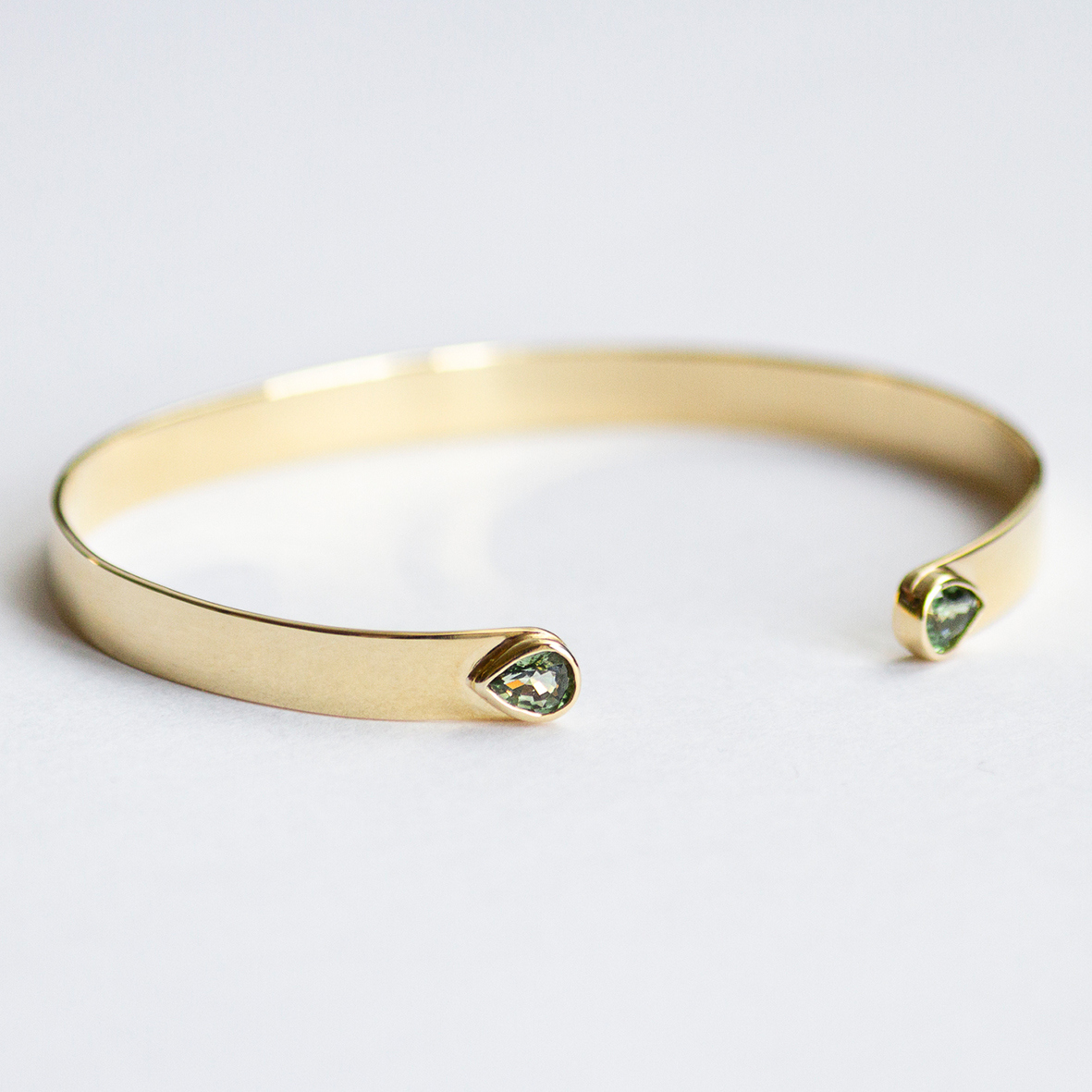 3. OONA_lotus_principal_flat sapphire bracelet