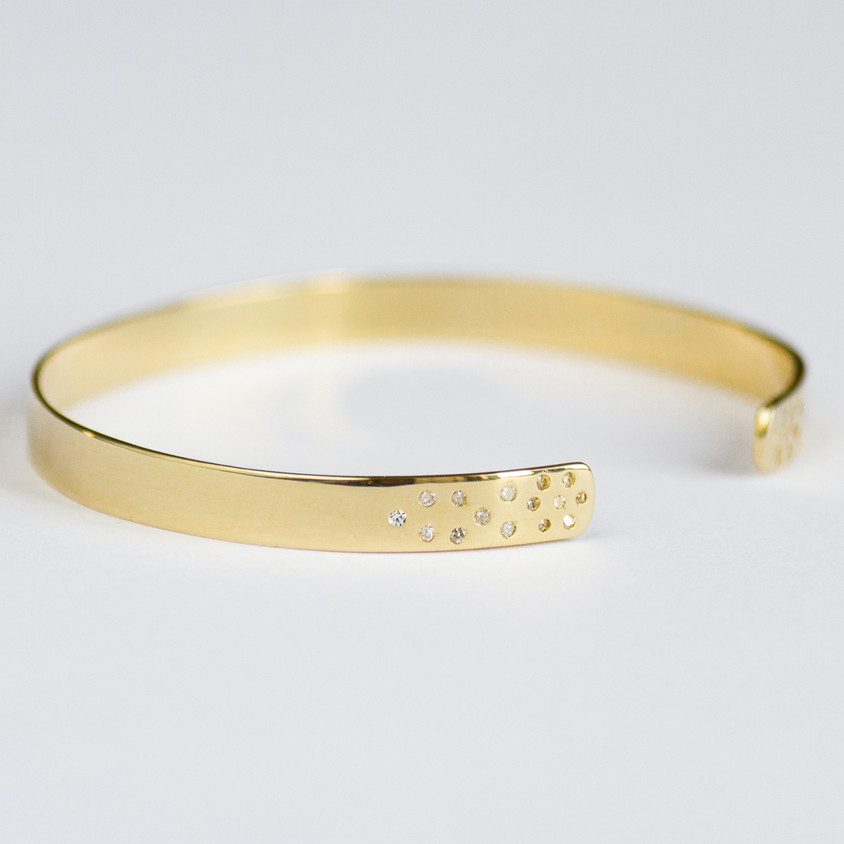 4. OONA_lotus_principal_diamond dotted bracelet