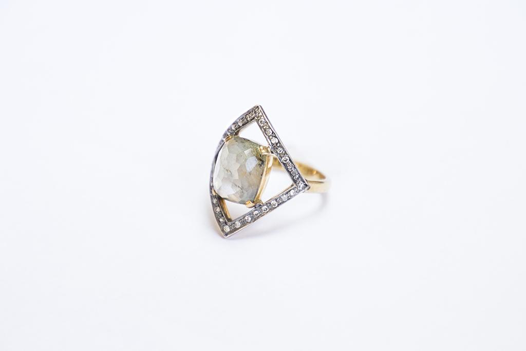 Rhomb sapphires ring Image 2
