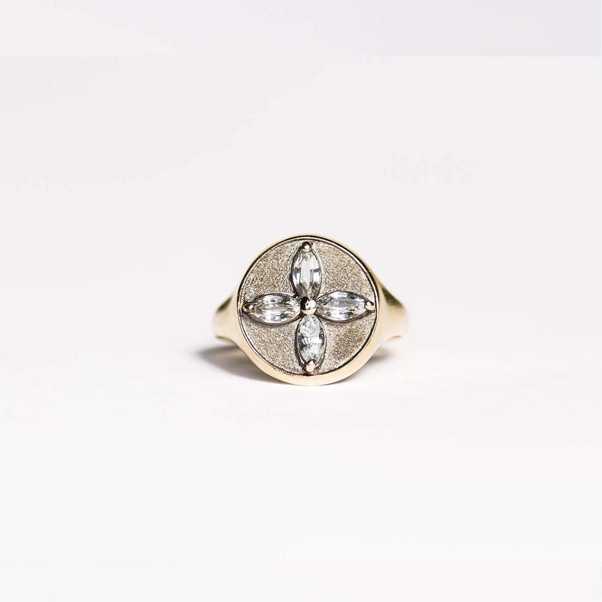 1. OONA_lotus_ficha1_signet flower sapphire ring