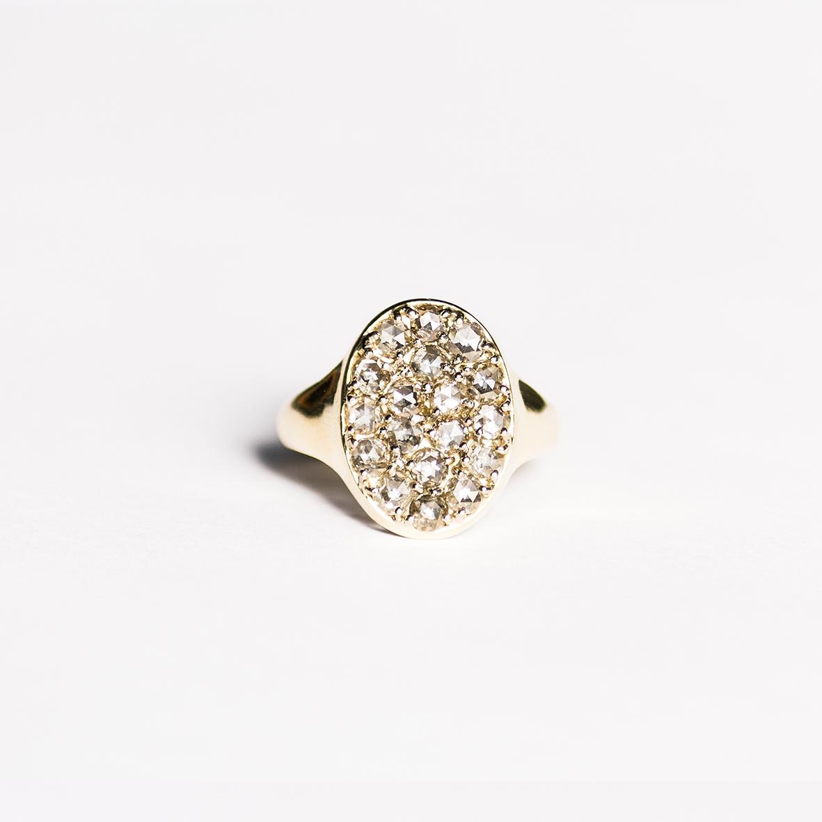 2. OONA_lotus_ficha1_signet diamond ring