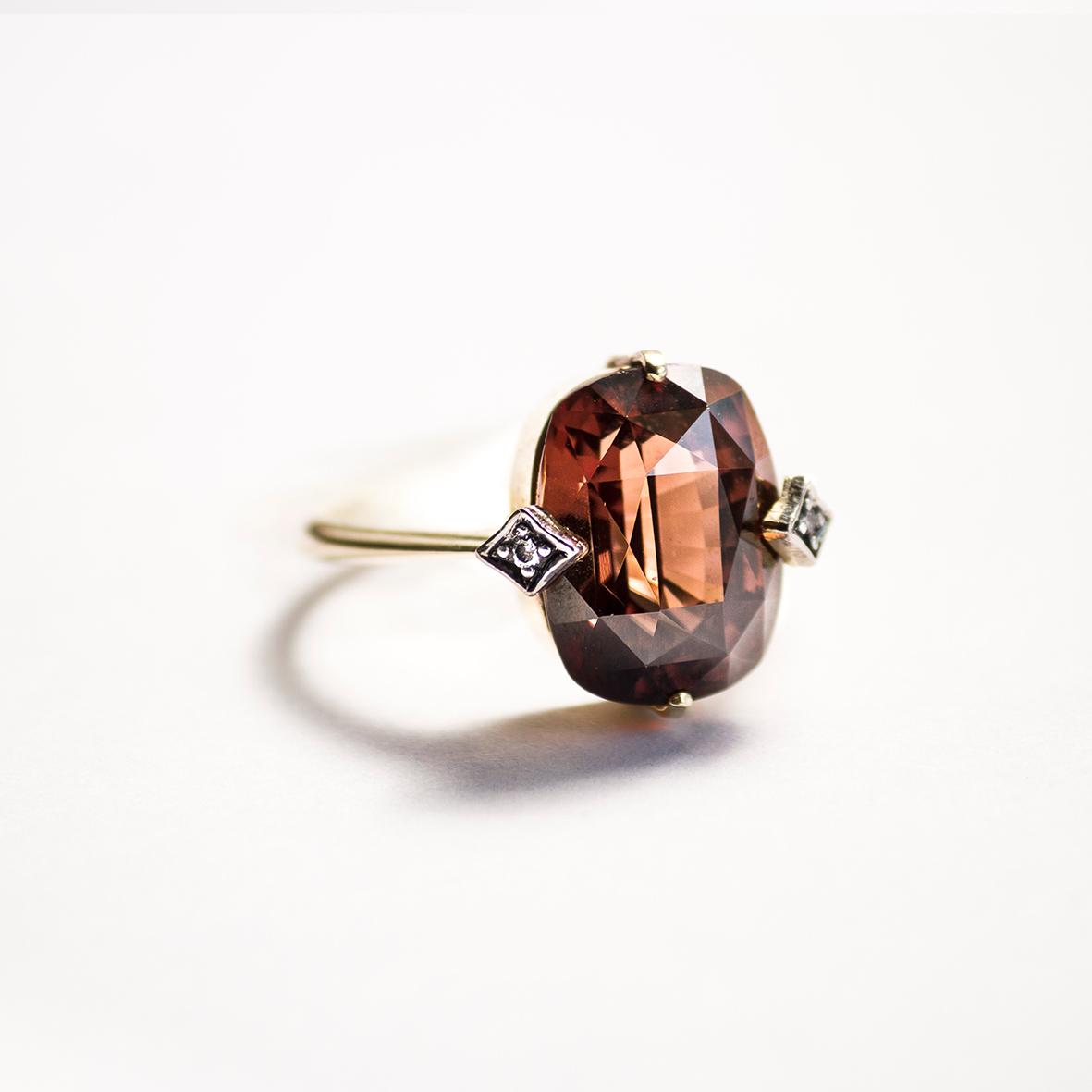 3. OONA_gems of ceylon_ficha1_red-brown zircon ring