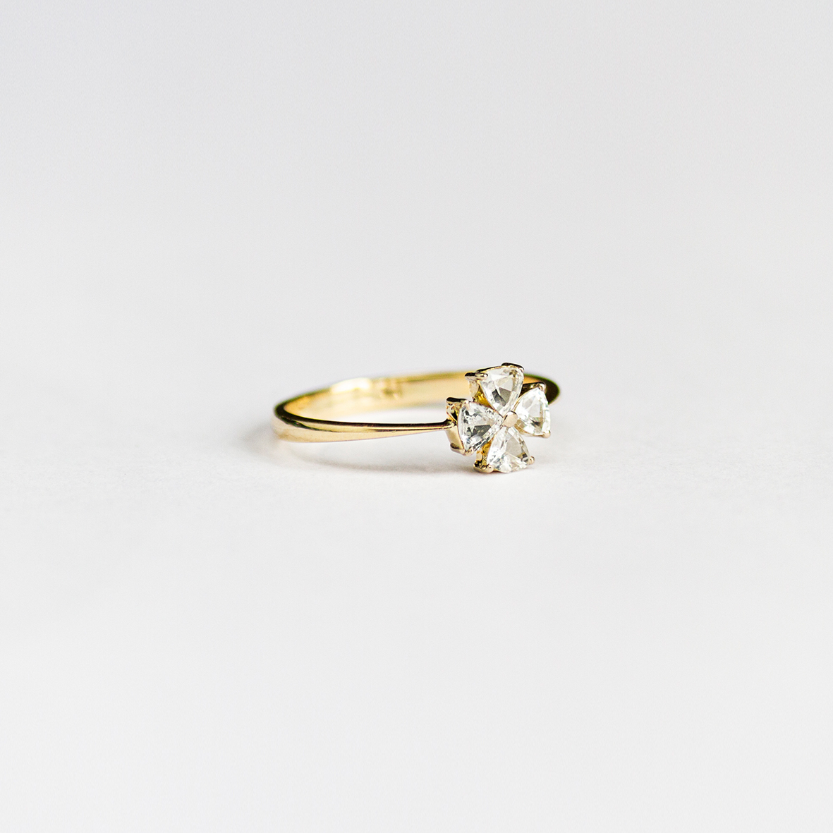 2. OONA_engagement_ficha2_sapphire clover ring
