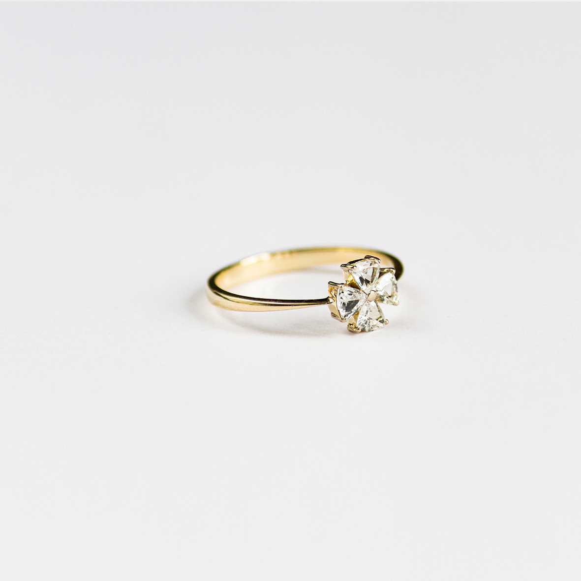 2. OONA_engagement_principal_sapphire clover ring