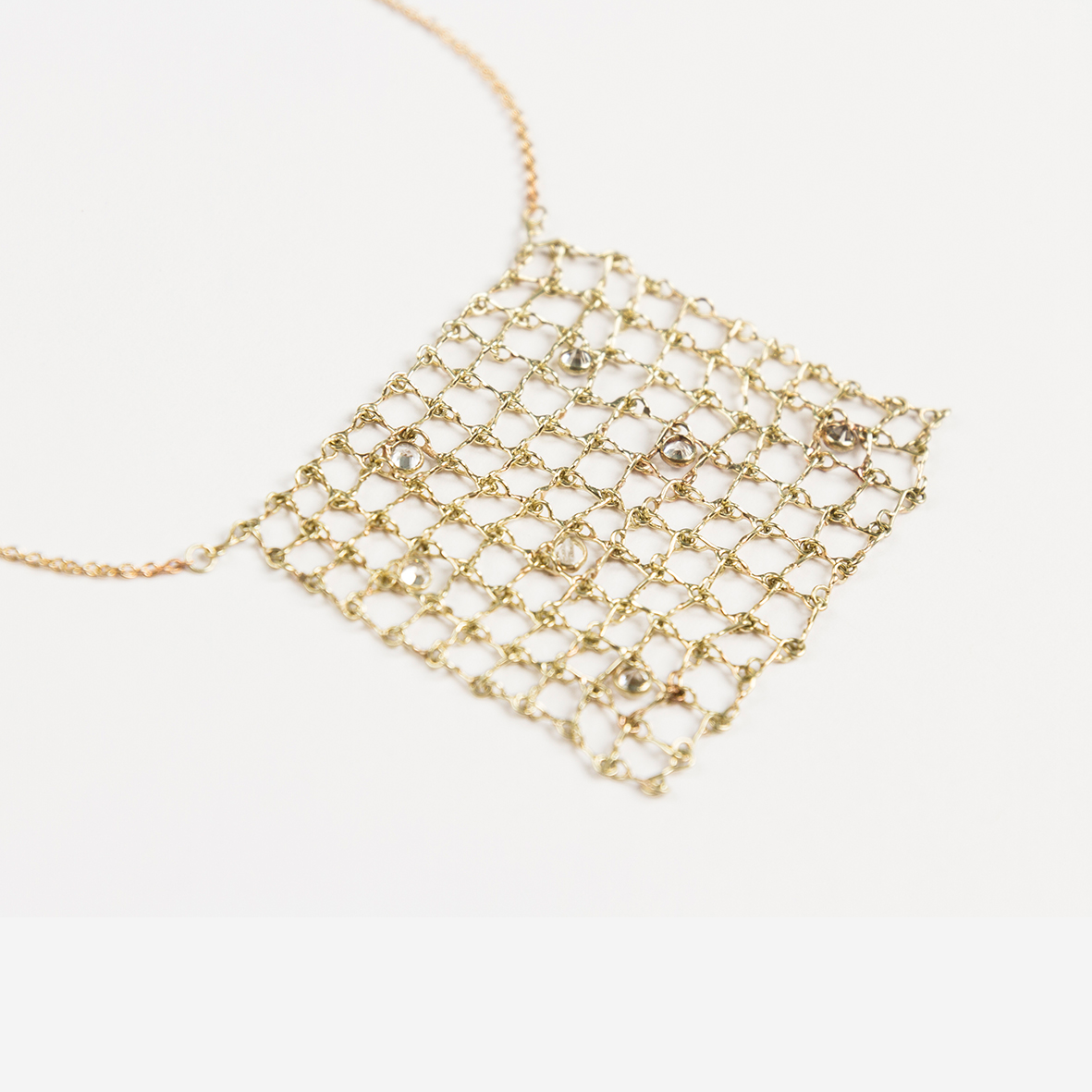 2. OONA_philo_ficha1_sapphire square net necklace
