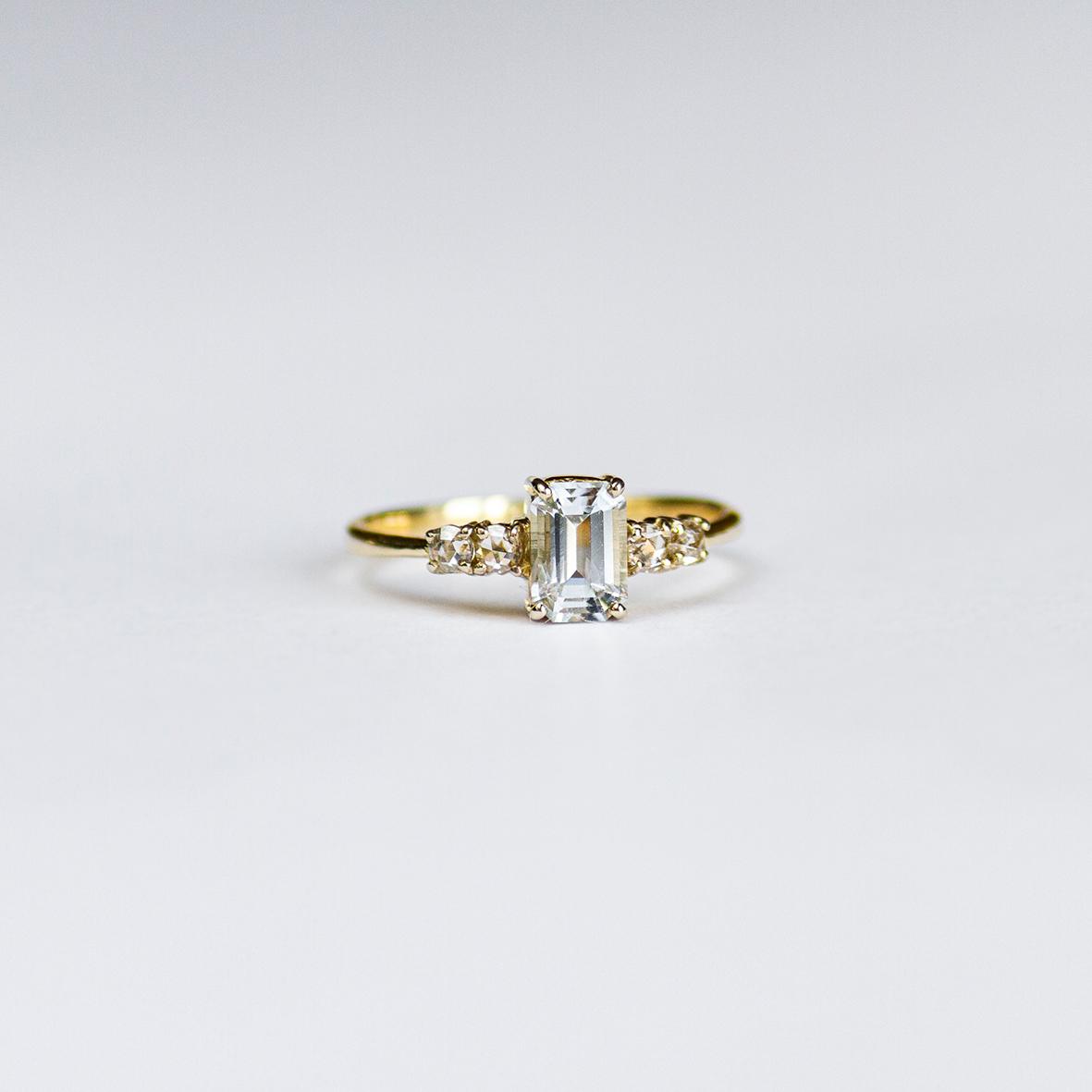 2. OONA_engagement_ficha1_single sapphire with diamonds ring