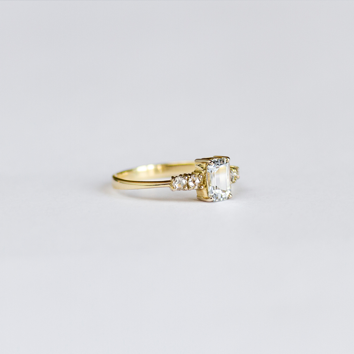 2. OONA_engagement_ficha2_single sapphire with diamonds ring