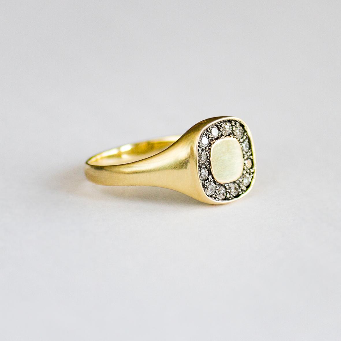 2. OONA_lotus_ficha2_signet square diamond ring